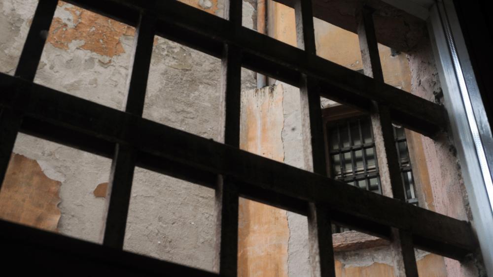 Im Gefängnis bei privatem Gruppensex