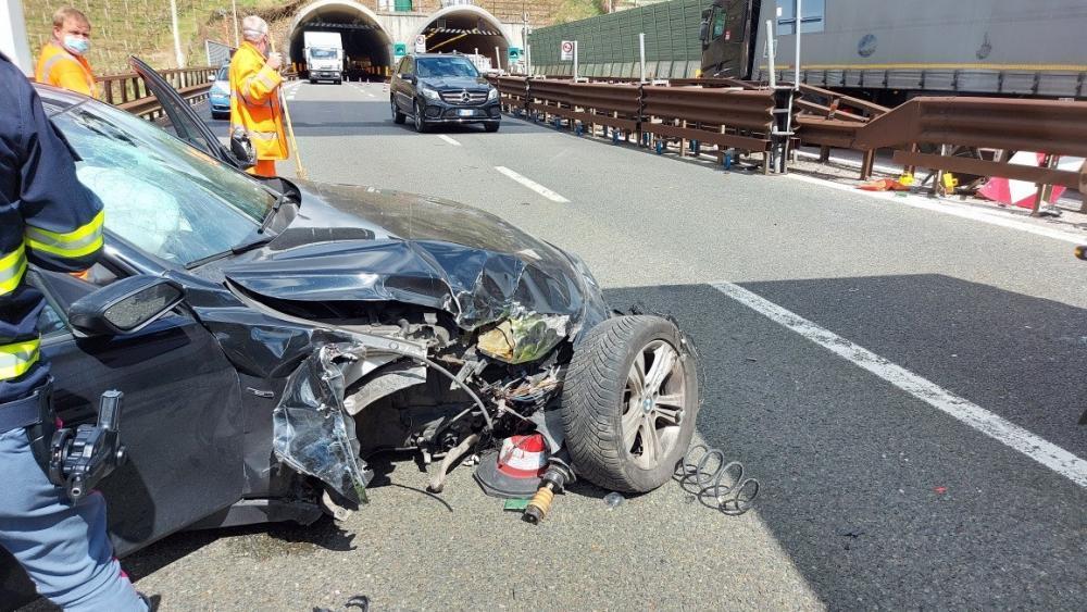 Auto prallt auf Brennerautobahn gegen Leitplanke