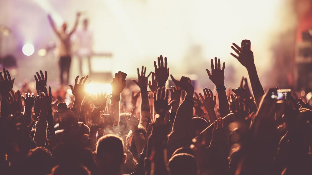 Ohne-Abstand-und-Masken-Konzert-in-Liverpool-mit-5000-Zuschauern