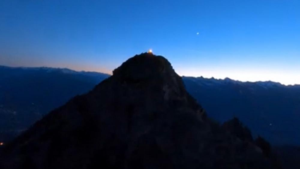 Herz-Jesu-Feuer: Mit der Drohne am Gipfel des Ifinger